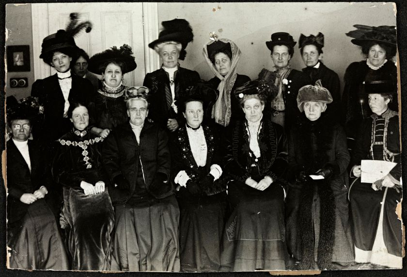 Suffrage_Alliance_Congress,_London_1909.jpg